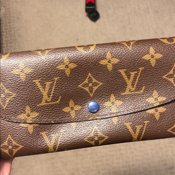 Authentic used Louis Vuitton Emilie wallet